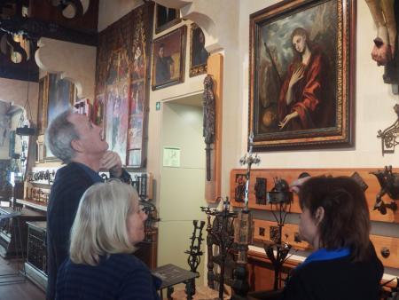 L'actor Nigel Planet contemplant els quadres del Greco al Museu del Cau Ferrat. (2015).