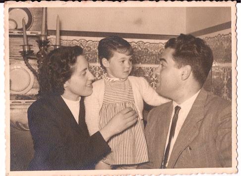 VP amb el papa i la mama, 1956