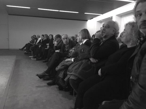 El poeta em mira. Presentació de L'estació de Portbou. Fot. Frèia Berg, 2016 còpia