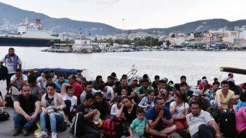 des-migrants-syriens-attendent-d-etre-enregistres-sur-le-port-de-mytilene-sur-l-ile-de-lesbos-en-grece-le-18-juin-2015_5364595