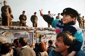 niño muro Berlin