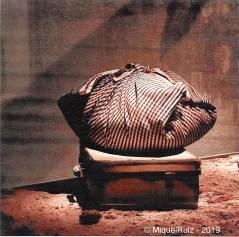 Miquel Ruiz Avilés, fotògraf, i el mocador de fer farcells.